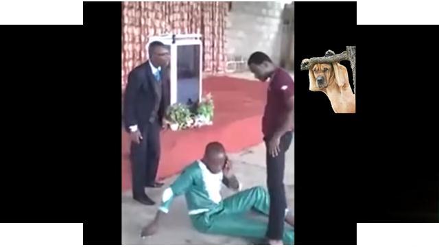 Possuído interrompe exorcismo de pastor para atender ao celular
